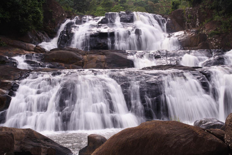 waterfalls of srilanka Dunhinda waterfall all information about dunhinda waterfall sri lanka.